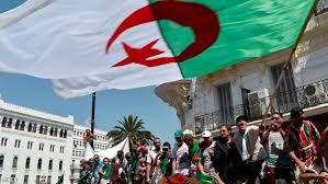 Photo of مظاهرات معارضة وأخرى مؤيدة للإنتخابات الرئاسية بالجزائر