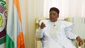 Photo of رئيس النيجر: إرهابيو سوريا والعراق تسللوا إلى منطقة الساحل والصحراء