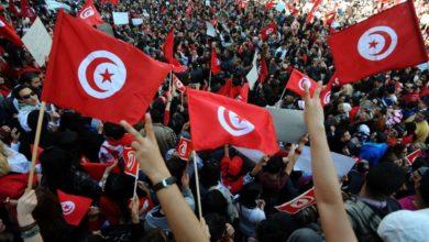 Photo of هل ثار الشعب التونسي ليرهن مصيره لدى التحالفات الخارجية؟
