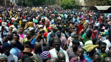 Photo of الإحتجاجات الشعبية في مالي تجبر الرئيس كيتا على الجلوس مع المعارضة