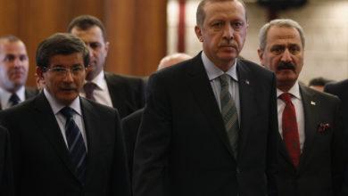 """Photo of أحمد داود أغلو يهاجم اردوغان: """"سياساتك جعلت تركيا وحيدة في أزمة شرق المتوسط"""""""