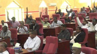 Photo of البرلمان الصومالي يُجبر على العودة إلى اتفاقية تنظيم  الانتخابات الفدرالية