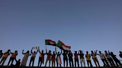 Photo of لجان وقوى ثورية بالسودان:حكام اليوم نسخة ثانية للإنقاذ متخفية بالثورية