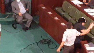 Photo of هزُلت.. مشهد آخر مشين.. عبير موسي تتعرّض للضرب تحت قبة البرلمان