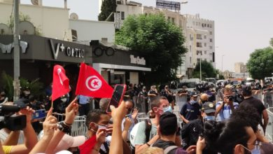 Photo of شعب يفضح ديمقراطية تنام في المخدع الإخواني
