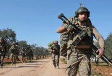 Photo of مقتل جنديين تركيين وإصابة آخربن في تفجير قرب مدينة إدلب السورية